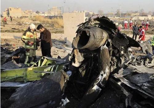 Hiện trường vụ rơi máy bay Boeing 737 của hãng hàng không Ukrainian International Airlines ở Iran. (Ảnh: CNN)