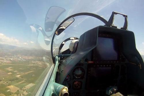"""""""Hoa mắt chóng mặt"""" khi tận mục khoang lái tiêm kích Su-30MK2 Việt Nam"""