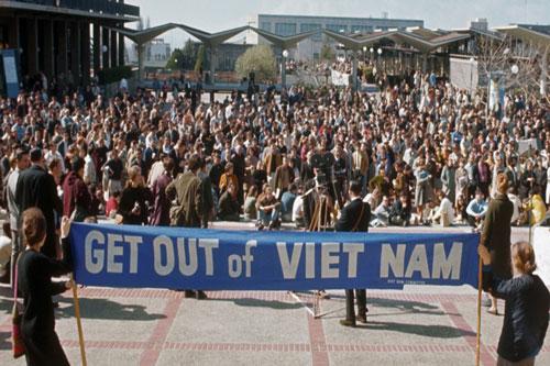 Ảnh: Phản đối chiến tranh phi nghĩa của Mỹ ở Việt Nam