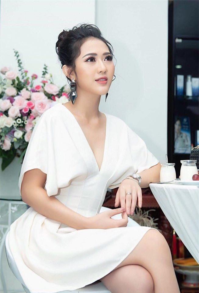"""Bat ngo voi gu thoi trang dau troc sexy cua nu dien vien """"Song chung voi me chong""""-Hinh-10"""