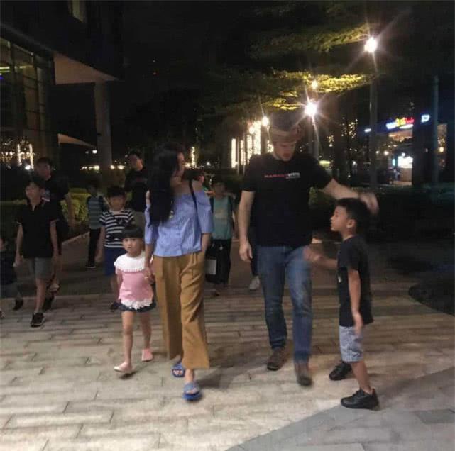 Chỉ với hành động này, Trương Bá Chi đã gián tiếp thừa nhận bé Marcus chính là con lai, netizen gọi tên người bạn trai ngoại quốc? - Ảnh 4.