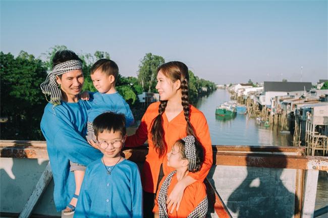 """""""Lật mặt - 48h"""": Vợ chồng Lý Hải - Minh Hà cùng 4 con xinh xắn chụp ảnh Tết - Ảnh 3."""