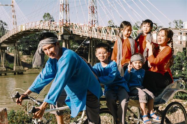 """""""Lật mặt - 48h"""": Vợ chồng Lý Hải - Minh Hà cùng 4 con xinh xắn chụp ảnh Tết - Ảnh 5."""