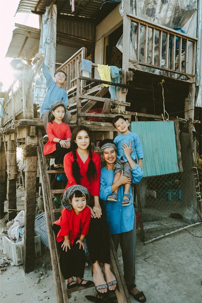 """""""Lật mặt - 48h"""": Vợ chồng Lý Hải - Minh Hà cùng 4 con xinh xắn chụp ảnh Tết - Ảnh 8."""