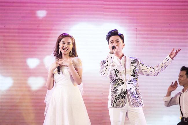 """Nam Cường quỳ gối """"cầu hôn"""" Trương Quỳnh Anh  - Ảnh 2."""