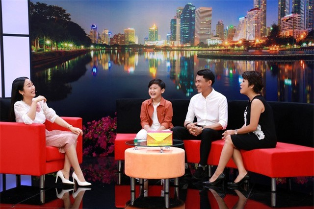 Ốc Thanh Vân bật khóc tiết lộ lý do không để 3 con tham gia showbiz - Ảnh 1.