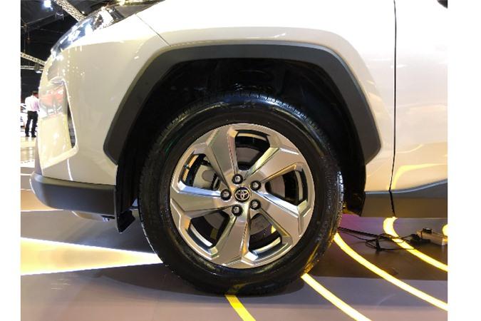 Toyota RAV4 toi 2,27 ty dong tai Singapore, sap ve VN?-Hinh-6