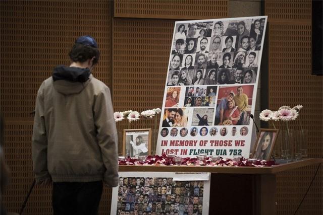 Ukraine đưa thi thể các nạn nhân vụ tai nạn máy bay ở Iran về nước - Ảnh 3.