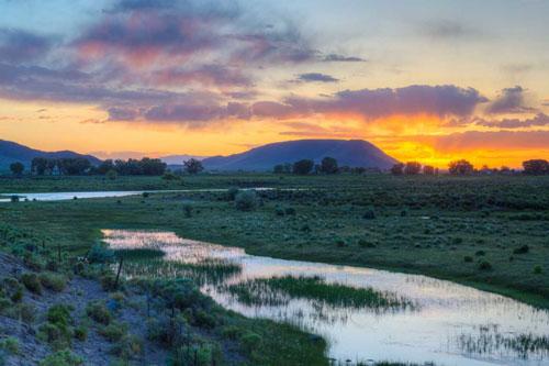 Thung lũng San Luis ở Colorado, Mỹ là một trong những nơi được báo cáo UFO xuất hiện nhiều. Theo một thống kê, trong 16 năm, ít nhất 50 vật thể bay không xác định xuất hiện tại thung lũng này.