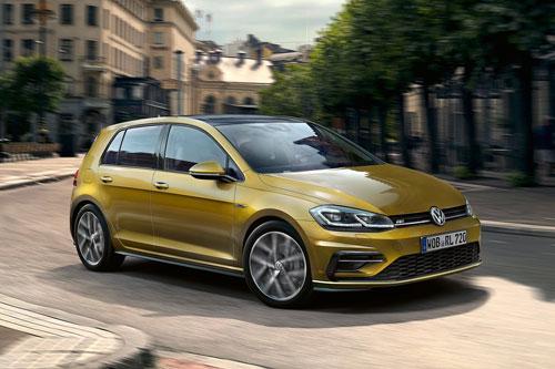 1. Volkswagen Golf (doanh số: 204.550 chiếc).