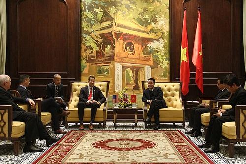 Bộ trưởng Nguyễn Mạnh Hùng đề nghị Mỹ kiểm định thiết bị 5G do Việt Nam sản xuất