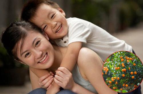 Đi chợ hoa ngày Tết, cậu bé táy máy vặt quất để nghịch, phản ứng của người mẹ khiến ông chủ cây không giận mà quyết định mừng tuổi đứa trẻ