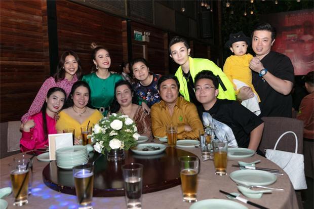 Cuối cùng Hoàng Thùy Linh cũng đăng ảnh bên Gil Lê, lại còn ôm nhau cực tình đủ làm netizen phát sốt - Ảnh 2.