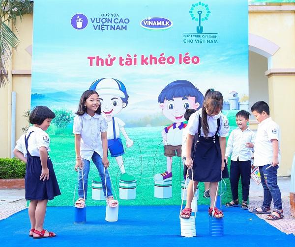 Niềm vui sẻ chia cùng trẻ em nghèo vượt khó khắp Việt Nam