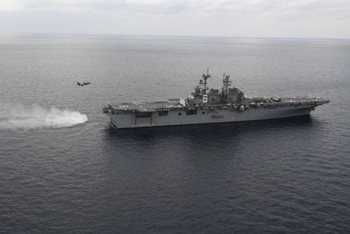 Hôm 11/1, việc Mỹ đưa tàu đổ bộ tấn công USS America sang biển Hoa Đông để huấn luyện với chiến đấu cơ F-35B khiến truyền thông Trung Quốc dậy sóng. Nguồn ảnh: QQ.