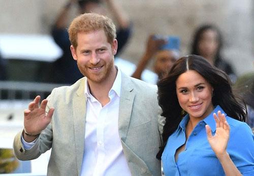 """Meghan Markle tiếp tục bôi nhọ gia đình chồng trong khi Công nương Kate lại có """"nước cờ"""" cao tay hơn"""