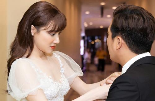 Nhã Phương lại gây sốt với khoảnh khắc chăm sóc Trường Giang cực chu đáo nhưng netizen chỉ dán mắt vào body của cô