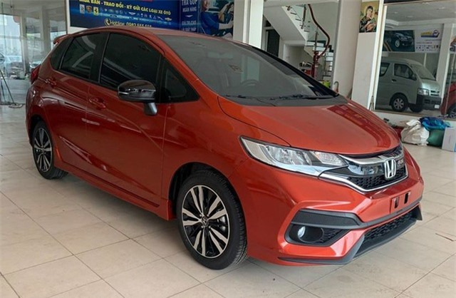 Honda Jazz 2019 giảm đến 100 triệu đồng/xe