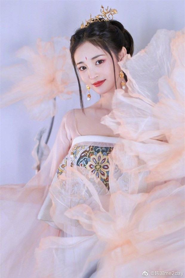 My nhan vo duyen nhat Trung Quoc tung bo anh co trang cuc cang-Hinh-3
