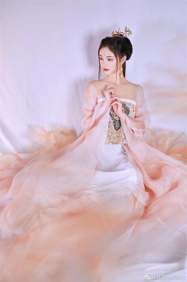 My nhan vo duyen nhat Trung Quoc tung bo anh co trang cuc cang-Hinh-7