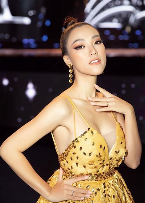 Nhan sac man ma cua MC Hoang Oanh mang bau voi chong Tay