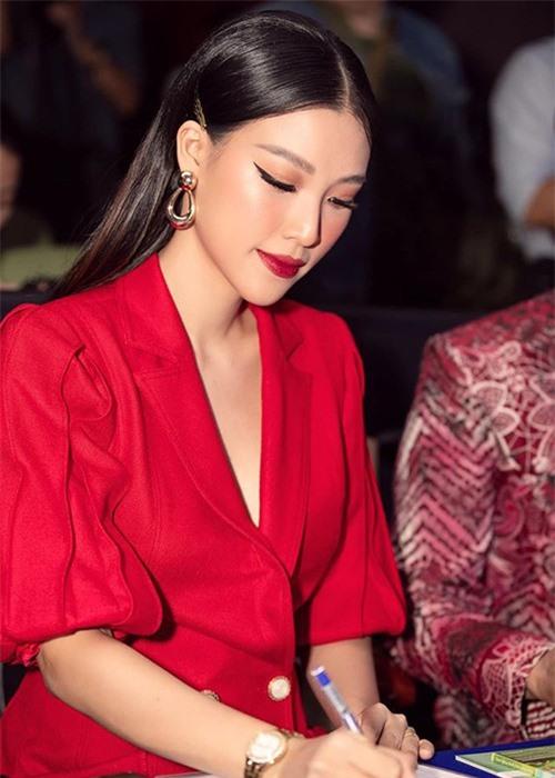 Nhan sac man ma cua MC Hoang Oanh mang bau voi chong Tay-Hinh-2