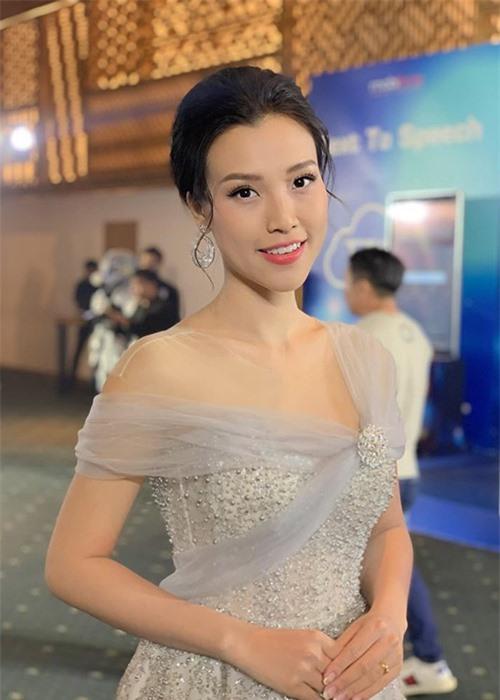 Nhan sac man ma cua MC Hoang Oanh mang bau voi chong Tay-Hinh-3