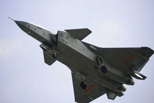 Mới đây, truyền thông Trung Quốc vừa cho đăng tải đoạn video về việc hai chiến đấu cơ J-20 của nước này huấn luyện tham chiến cùng J-10 và J-16 trên không. Nguồn ảnh: Pinterest.