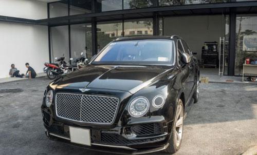 Bentley Bentayga sở hữu lớp sơn ngoại thất màu đen bóng mạnh mẽ và thuộc phiên bản sử dụng động cơ W12 (Ảnh: Carpassion).