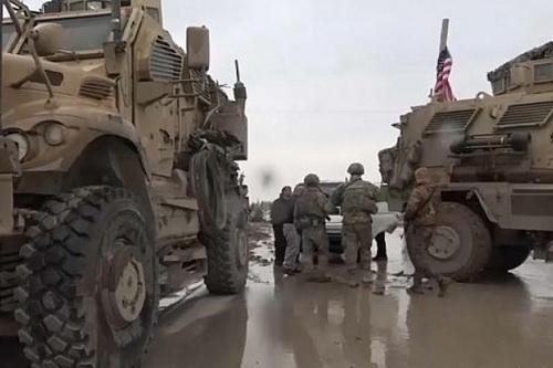 Lính Mỹ đã nhiều lần chặn đoàn xe quân sự của Nga tại Đông Bắc Syria. Ảnh: Defence Blog.