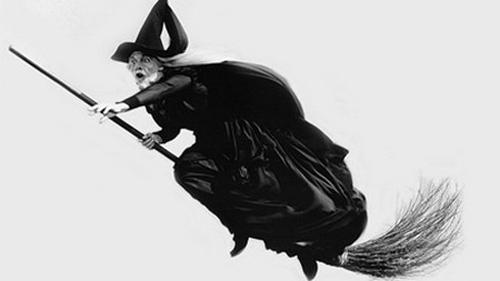 Vì sao phù thủy luôn già nua, xấu xa và độc ác?