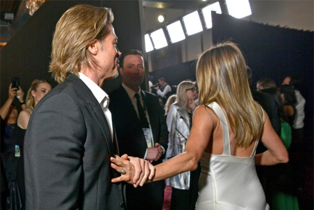 Chứng kiến Brad Pitt và Jennifer Aniston công khai tái hợp thân mật, phản ứng của Angelina Jolie như thế nào? - Ảnh 3.
