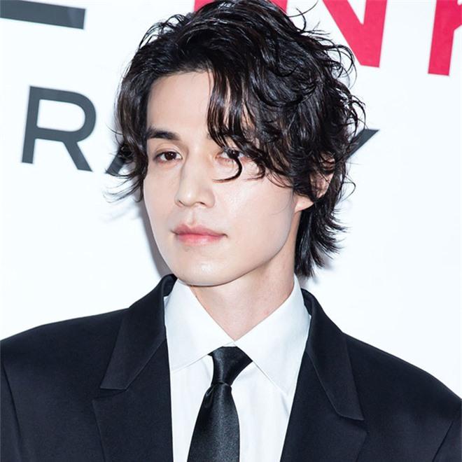 Lee Dong Wook sở hữu gen của người Siberia, hiếm tới mức chỉ 1% người Hàn có được bảo sao đẹp đến vậy - Ảnh 3.