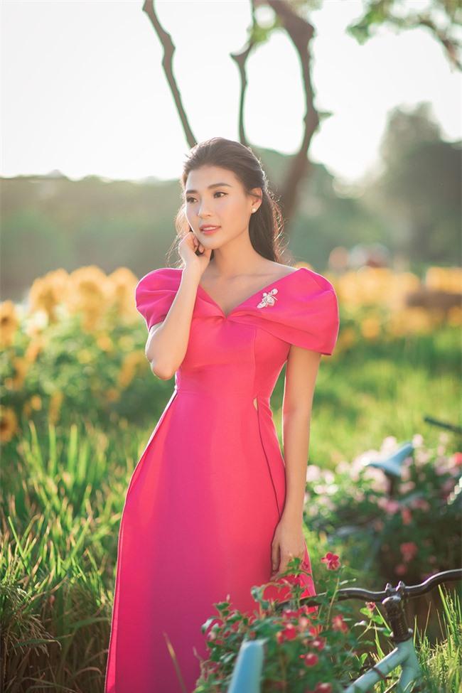 Thúy Diễm - Lương Thế Thành đưa con trai cưng đi chợ hoa, lần hiếm hoi khoe bố mẹ sang chảnh  - Ảnh 12.