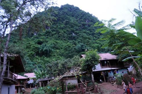 Núi Lán Le, nơi có hang đá an táng thủ lĩnh Đông Sơn.
