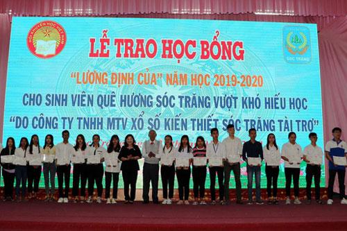 Sóc Trăng: Trao 230 suất học bổng đến sinh viên nghèo nhân dịp Tết