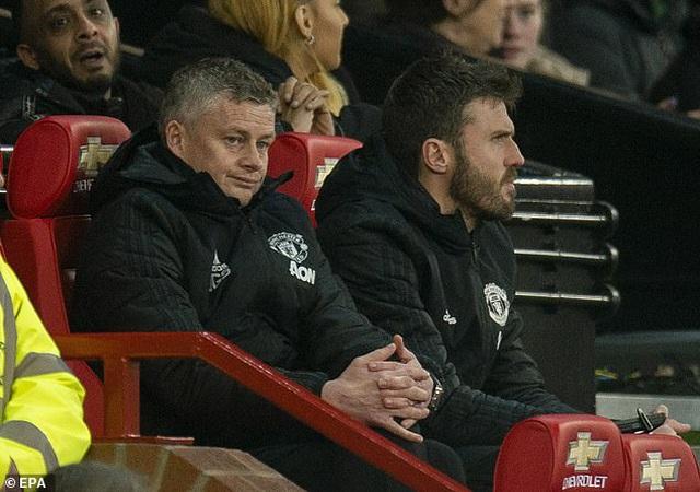 Man Utd thi đấu tệ hại, HLV Solskjaer bị học trò quay lưng?