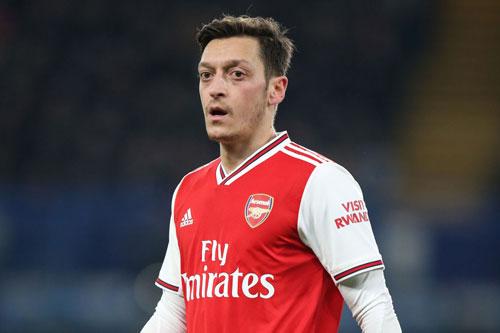 8. Mesut Ozil (Arsenal, mức thu nhập: 30,2 triệu USD).