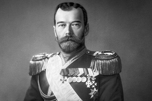Nicholas II (1868 - 1918) là một trong những Sa hoàng Nga nổi tiếng lịch sử. Ông hoàng này có thói quen hút thuốc lá rất nhiều. Một số tài liệu chỉ ra Sa hoàng Nicholas hút hơn 25 điếu thuốc mỗi ngày.