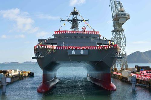 Được đóng theo lớp tàu Hibiki, tàu hậu cần vừa được Lực lượng Phòng vệ trên biển Nhật Bản hạ thuỷ là tàu thứ ba trong lớp tàu này, ngoài nhiệm vụ hậu cần còn có khả năng đo cường độ âm thanh để săn tìm tàu ngầm đối phương hoặc đo đạc lòng biển. Nguồn ảnh: Chosun.