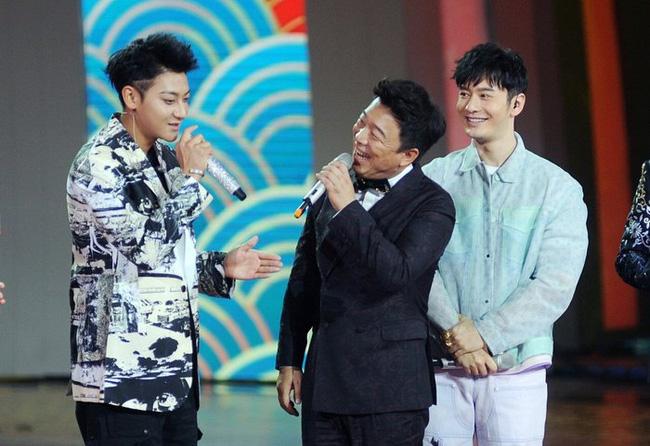 Bộ 3 còn dùng tiếng địa phương vùng Thanh Đảo để diễn trò.