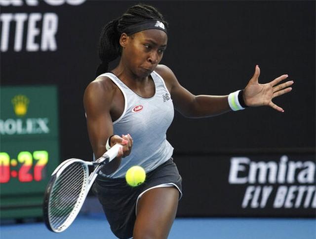 Australian Open: ĐKVĐ Osaka thua tay vợt 15 tuổi, Serena Williams cũng dừng bước - 1