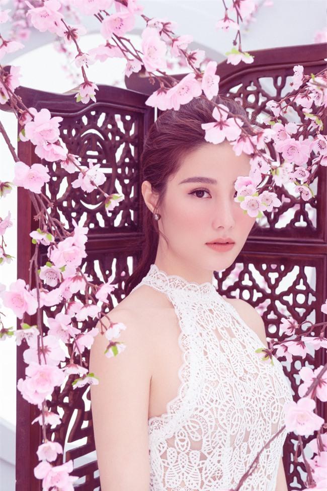 Người đẹp từng thổ lộ, dự án phim truyền hình của VFC như cái duyên giúp cô có cơ hội học hỏi về diễn xuất. Hơn nữa môi trường sống và làm việc tại miền Bắc trầm lắng hơn so với sự sôi động của Sài Gòn khiến cô thay đổi khá nhiều.