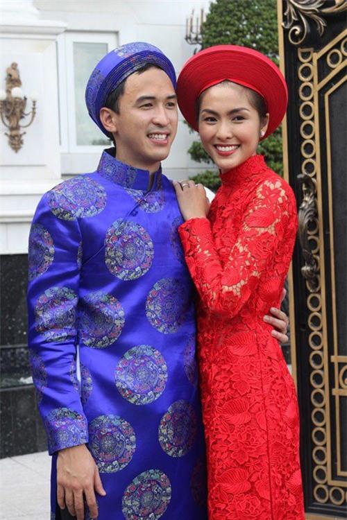 Cứ Mùng 1 Tết, vợ chồng Hà Tăng lại xúng xính áo dài du xuân: Hơn 1 thập kỷ gắn kết, chưa bao giờ quên nắm chặt tay! - Ảnh 3.