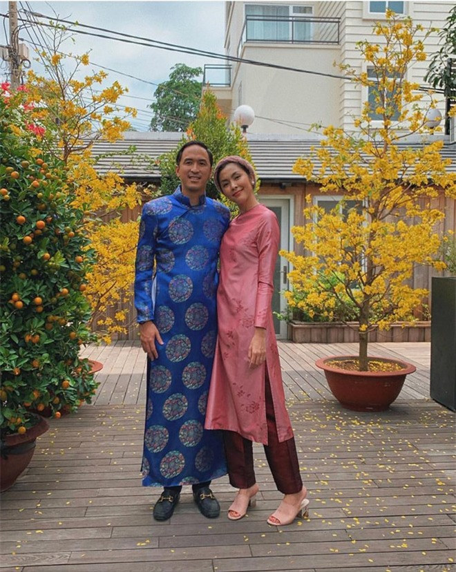 Cứ Mùng 1 Tết, vợ chồng Hà Tăng lại xúng xính áo dài du xuân: Hơn 1 thập kỷ gắn kết, chưa bao giờ quên nắm chặt tay! - Ảnh 5.