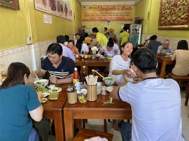 TPHCM: Quán ăn, cà phê tăng giá phi mã ngày mùng 1 Tết - 1