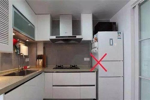 Không đặt tủ lạnh gần bếp.