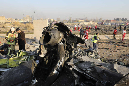 Hiện nay Iran có thể được gọi là một quốc gia có hệ thống phòng không tương đối mạnh và hiệu quả tại khu vực Trung Đông. Lực lượng phòng không Iran hiện đang sở hữu các hệ thống tên lửa phòng không tầm ngắn, tầm trung và tầm xa, cũng như các đài radar tương ứng và hệ thống chỉ huy phòng không quốc gia tập trung. Ảnh: Những mảnh vỡ của chiếc máy bay hành khách xấu số mang số hiệu 752 của hãng hàng không Ukraine bị phòng không Iran bắn rơi ngày 08/1.