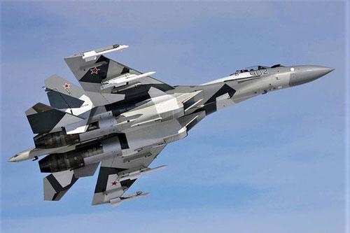 Ngay từ thời Liên Xô, thiết kế máy bay chiến đấu luôn tập trung vào khả năng cơ động, và tính năng này được các nhà thiết kế Nga kế thừa. Đặc biệt, máy bay chiến đấu Su-35 của Nga đã tối đa hóa khả năng cơ động của máy bay chiến đấu Liên Xô-Nga.