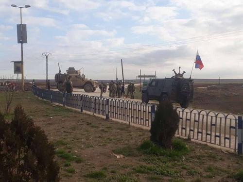 """Quân đội Nga - Mỹ """"đụng độ nghiêm trọng"""" tại Đông Bắc Syria"""
